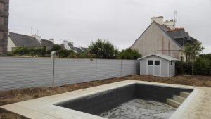 La cabanon et la clôture assortie